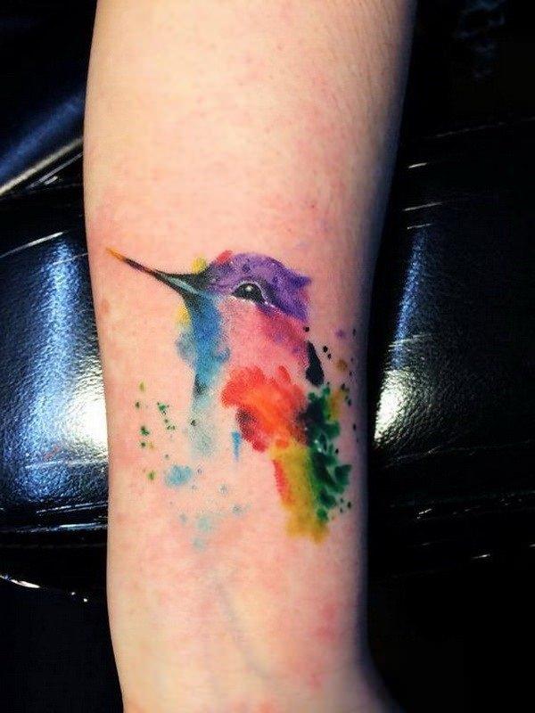 tatuaje de pajaro acuarela pequeño