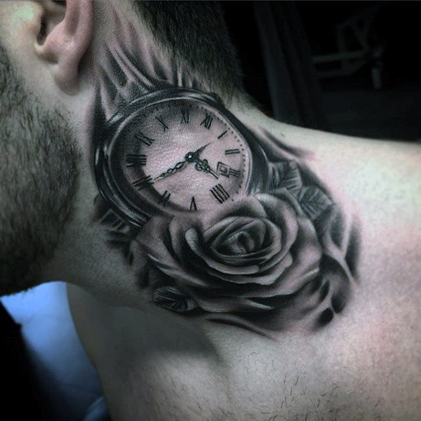 tatuaje de reloj en el cuello