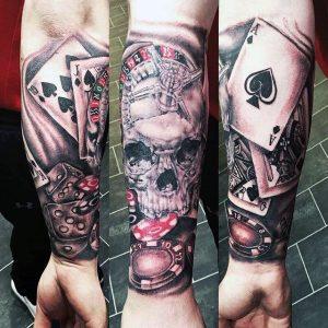 tatuaje en el antebrazo poker y ruleta