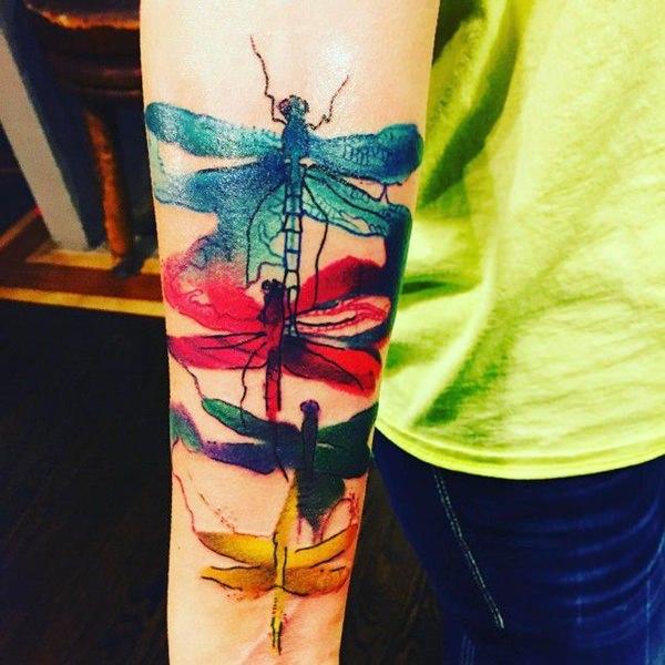 tatuajes de libelulas estilo acuarela