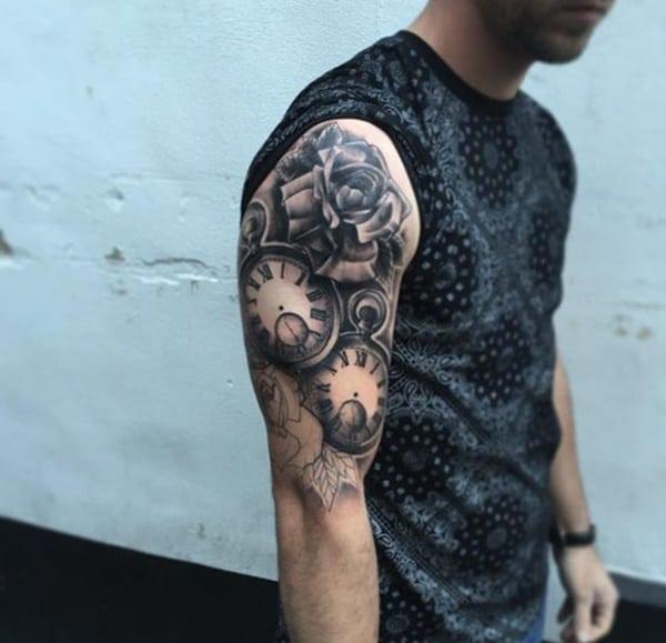 tatuajes de relojes en el brazo hombre
