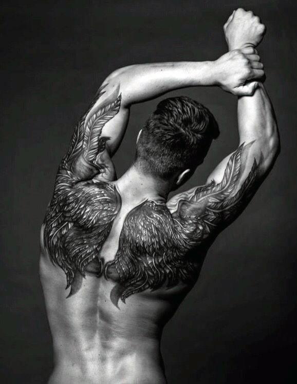 alas en la espalda hombre