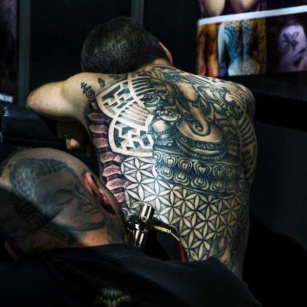elefante en la espalda