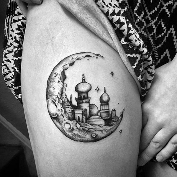 idea para tatuaje de luna en la pierna