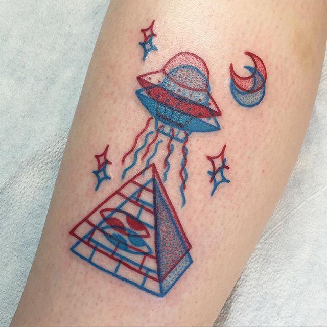 piramide 3D rojo y Azul