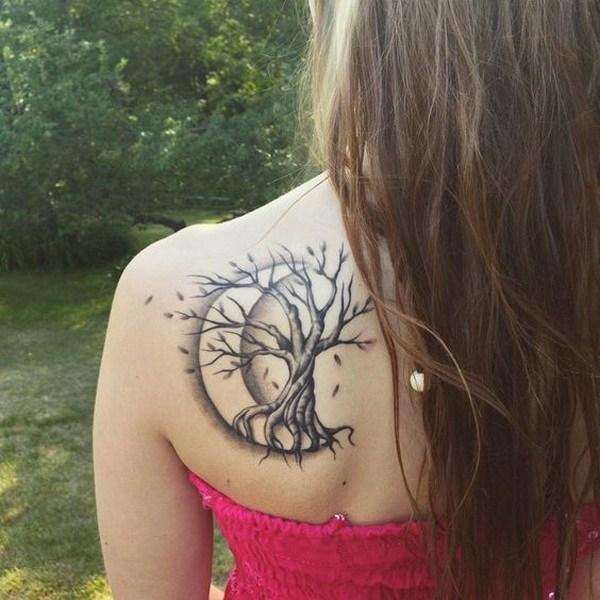 tatuaje de arbol y luna
