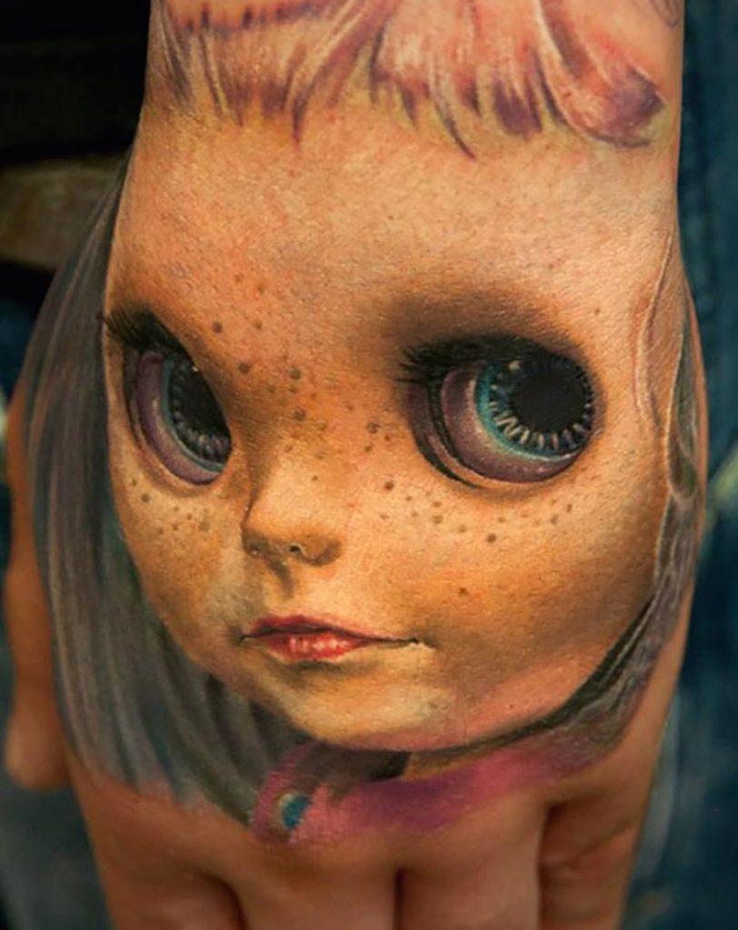 tatuaje de cara de muñeco en 3D