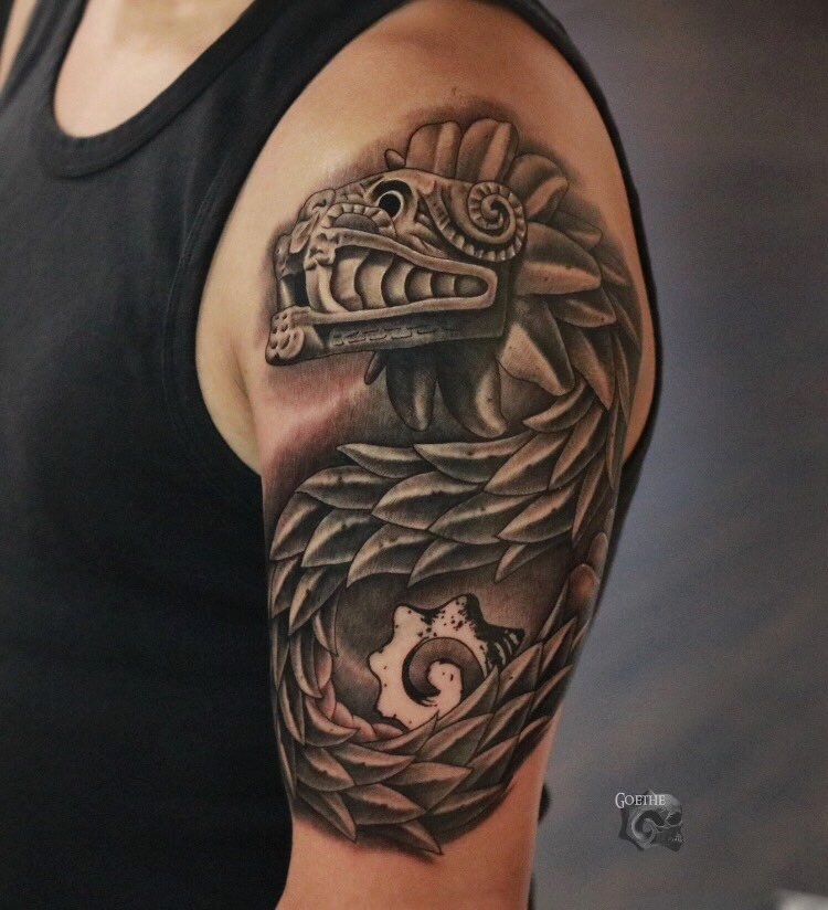 tatuaje de la serpiente emplumada