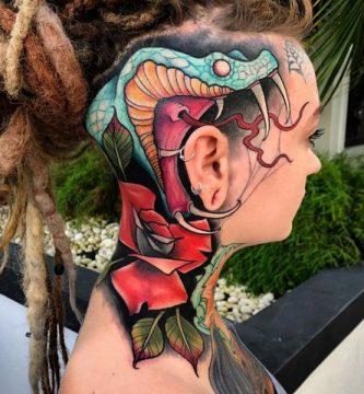 tatuaje de serpiente venenosa