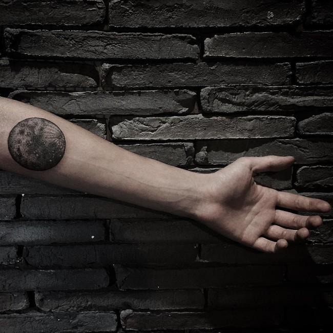 tatuajes de luna para hombres