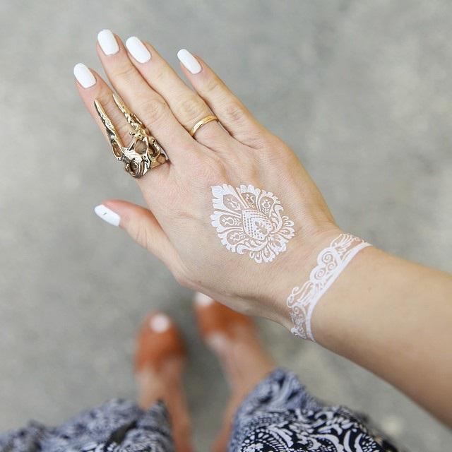 hermoso tattoo en la mano