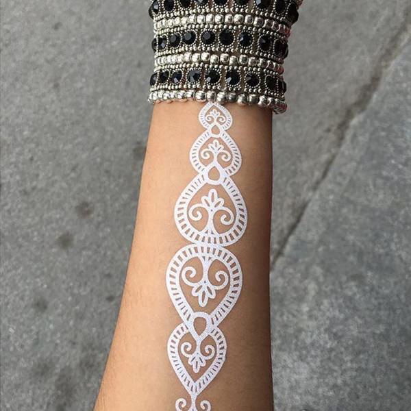 tatuaje blanco para mujer