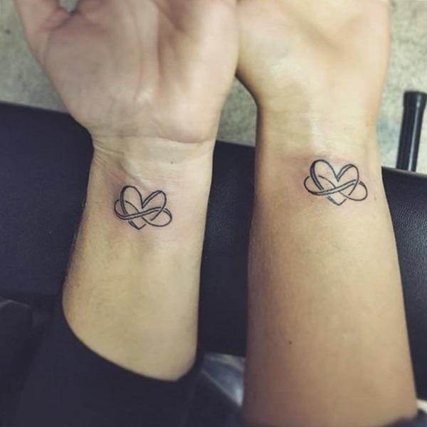 tatuaje de corazon e infinito