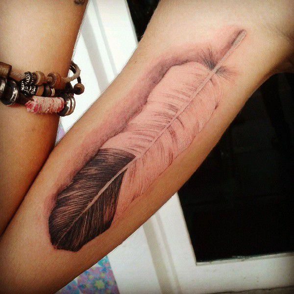 tatuaje de pluma de dos colores