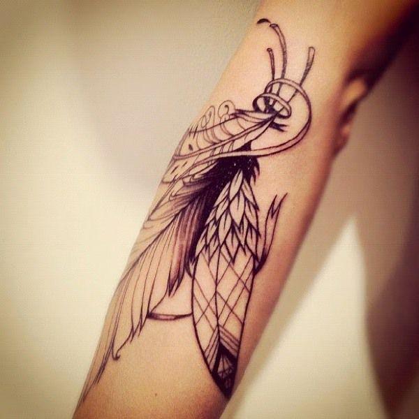 tatuaje pluma de halcon