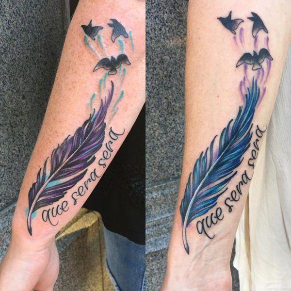 tatuajes de plumas de aves y frase