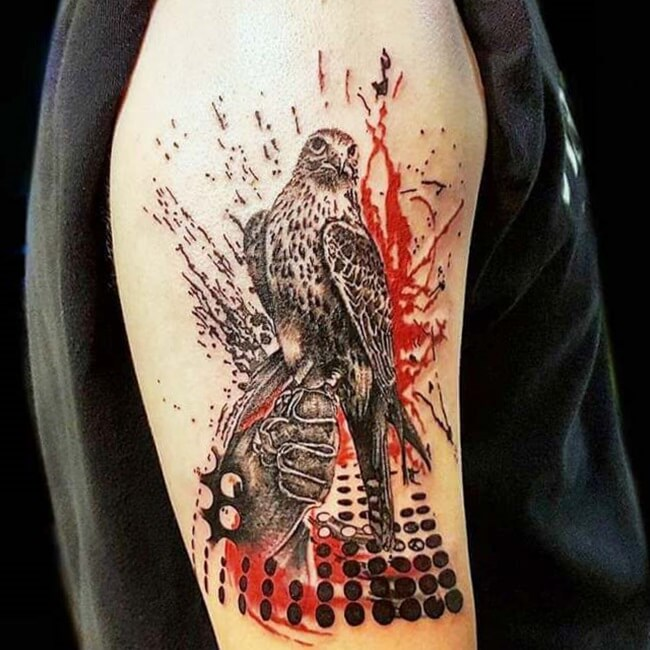 diseño tatuaje de halcon