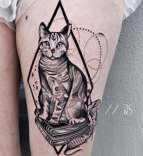 tatuaje de gato en la pierna