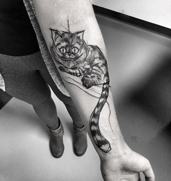 tatuaje del gato de cheshire para mujer