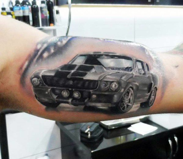 ford mustang tatuado