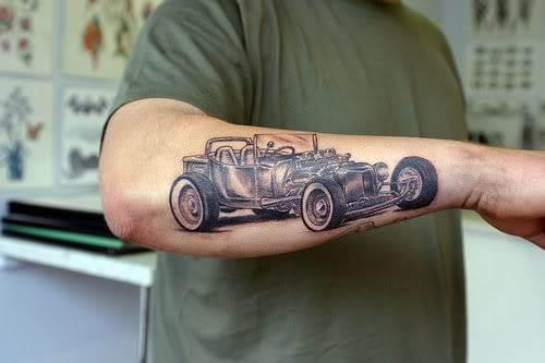 tatuaje de auto antiguo
