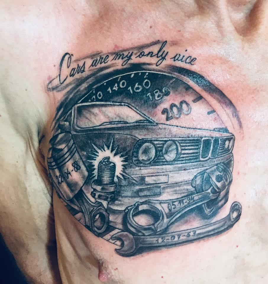 tatuaje de bmw piston y bielas