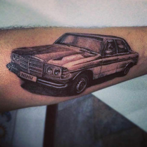 tatuaje de mercedes benz clasico