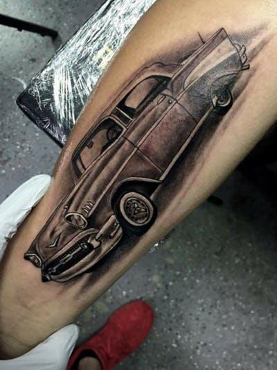 tatuaje de un automovil clasico