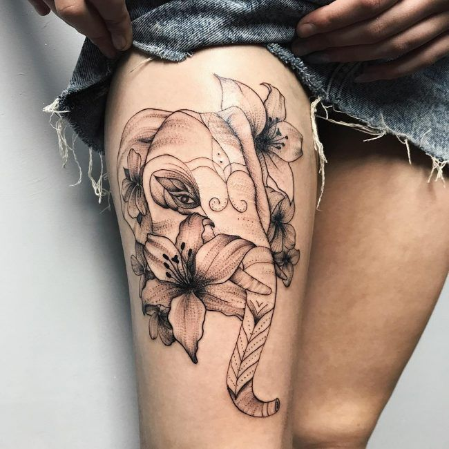 elefante y flores tatuaje para mujer