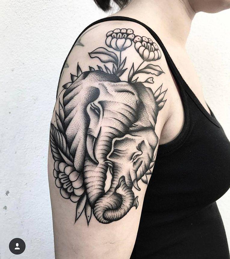 tattoo de elefante con su cria