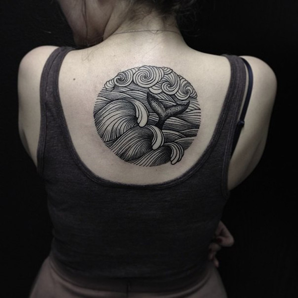 tatuaje de cola de delfin