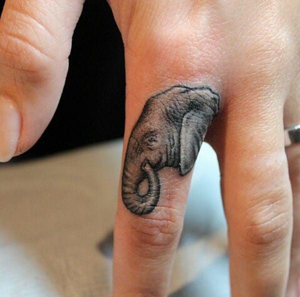 tatuaje en el dedo de un elefante