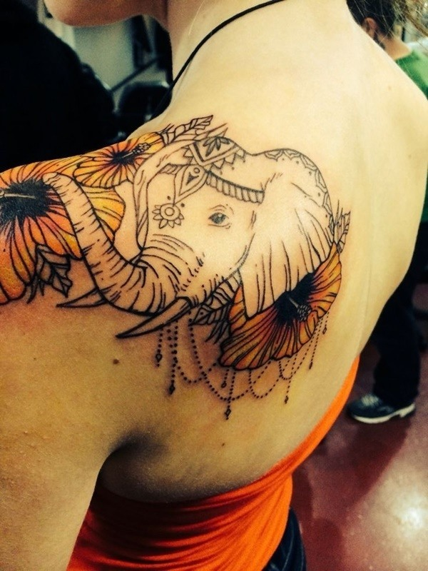 tatuaje en el homoplato de elefante