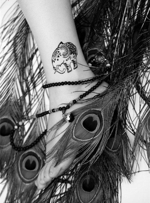 tatuaje en el tobillo de un elefante