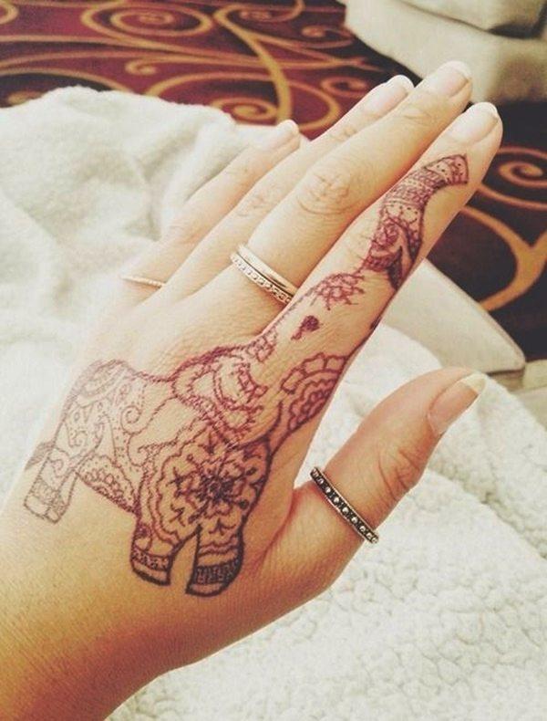 tatuaje en la mano de elefante