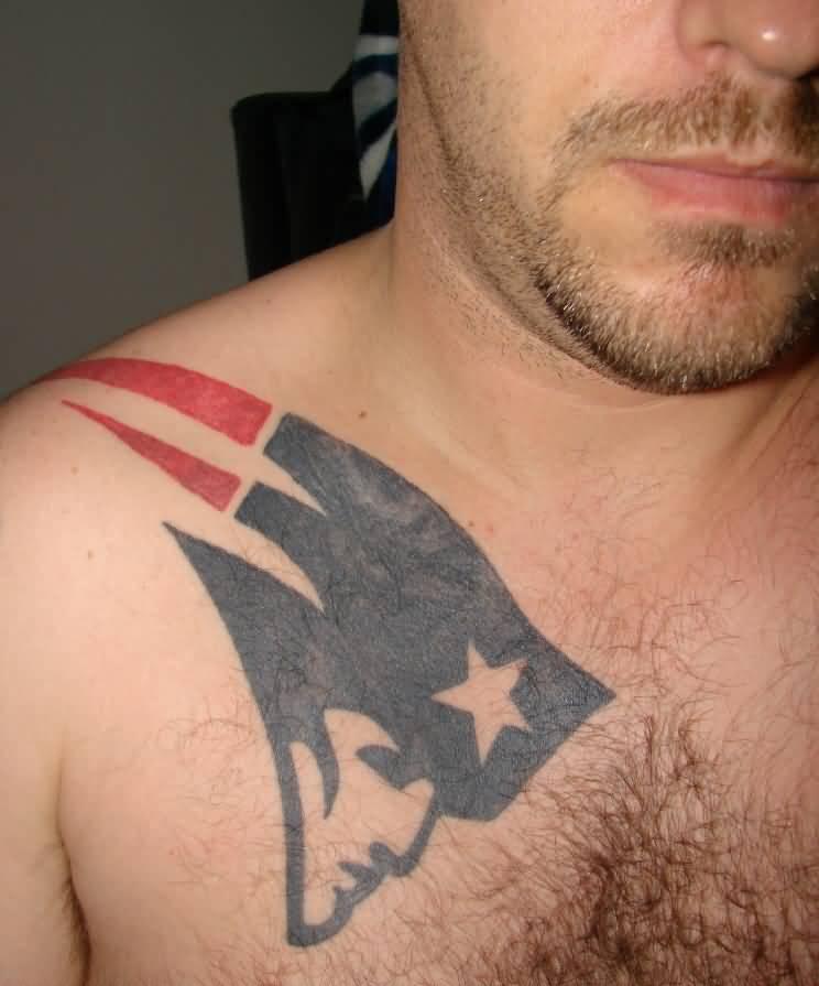 Tatuaje en el pecho NE Patriots