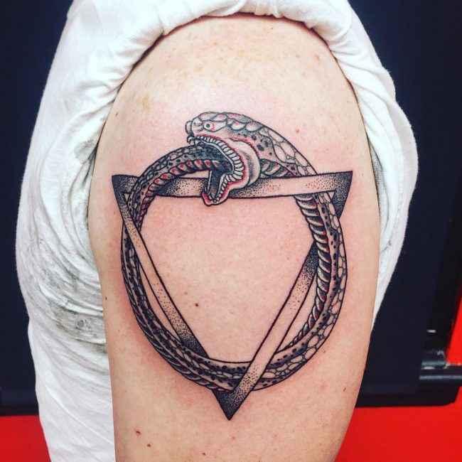 diseño tatuaje de Ouroboros