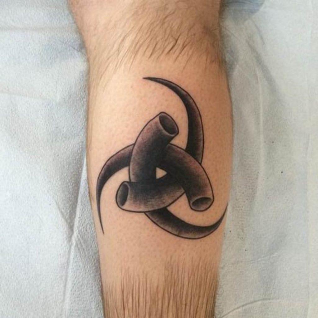 tattoo de cuerno de Triskelion