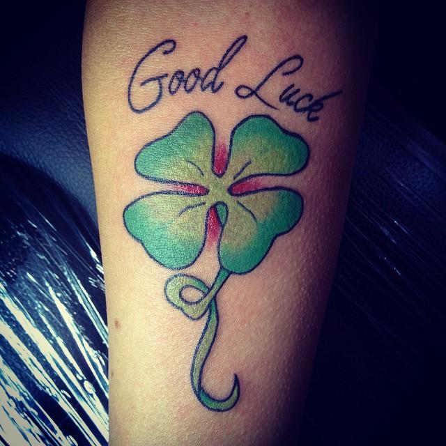 tatuaje de buena suerte trebol