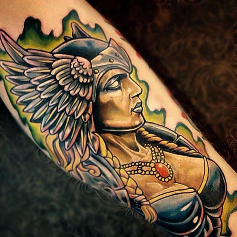 tatuaje de guerrera vikingo