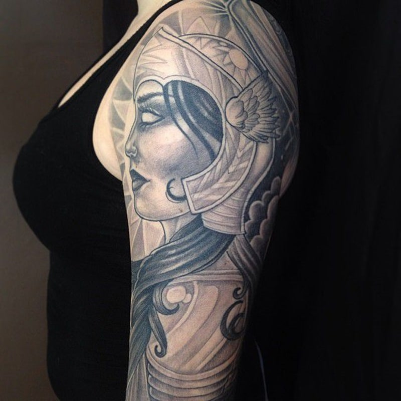 tatuaje de mujer vikingo