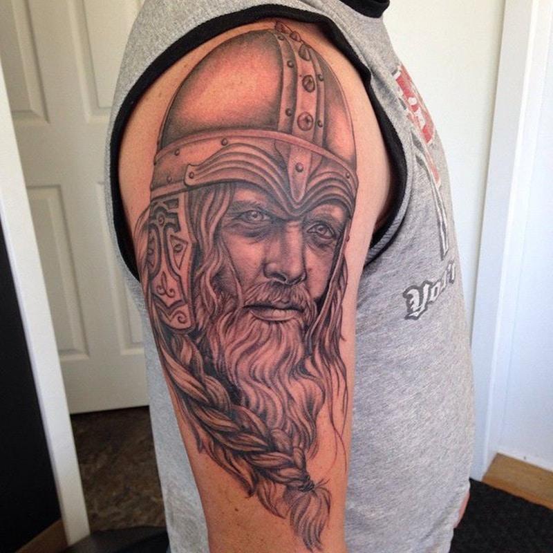 tatuaje de retrato de vikingo