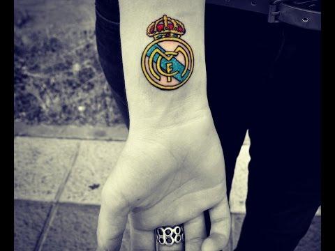 tatuaje en la muñeca escudo del madrid