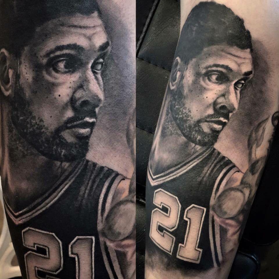 tatuaje realista de tim duncan