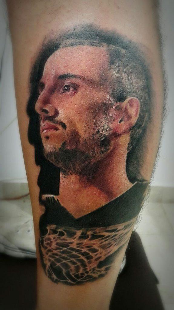 tatuaje retrato de manu ginobili