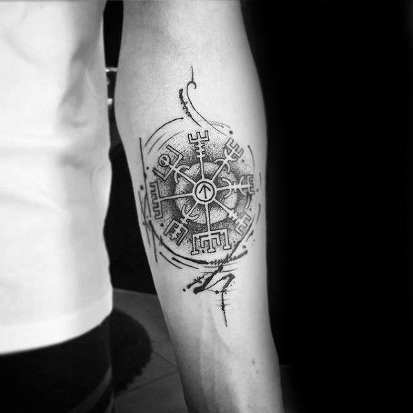 tatuaje vikingo de Vegvísir