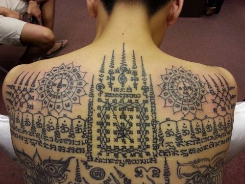 tatuajes en la espalda en tailandes