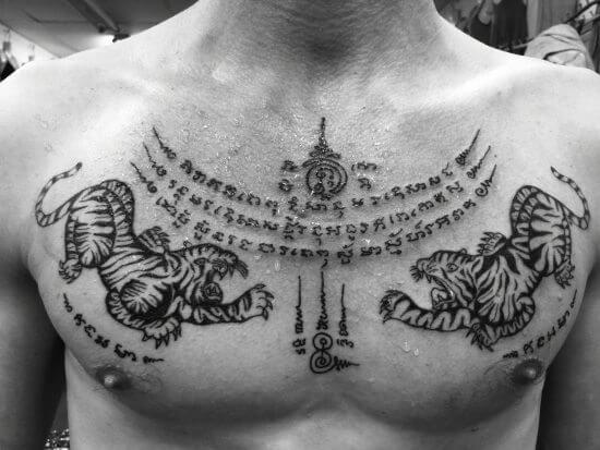 tatuajes tailandeses en el pecho