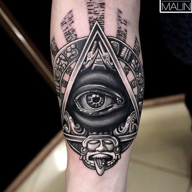 diseño de tatuaje de ojo y piramide