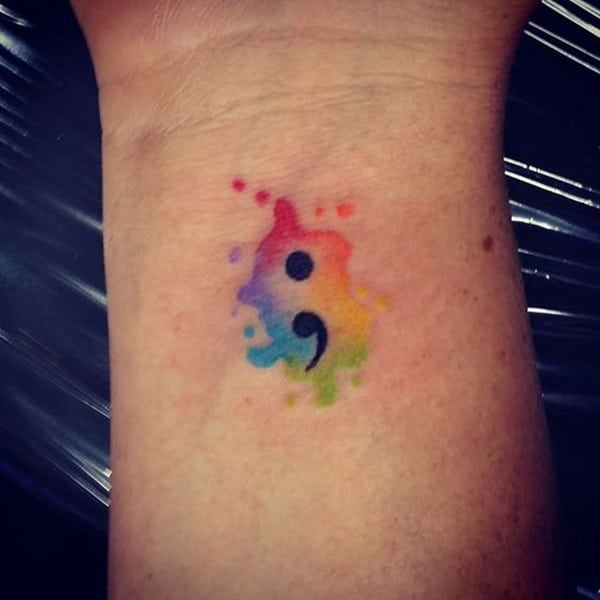 diseño tatuaje punto y coma acuarela arcoiris